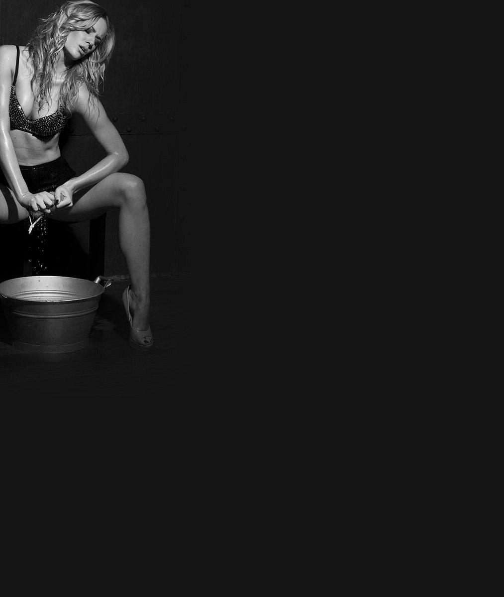 Nikol, vážně sis nezapomněla kalhoty? Sexy blondýna Moravcová odhalila dlouhé štíhlé nohy