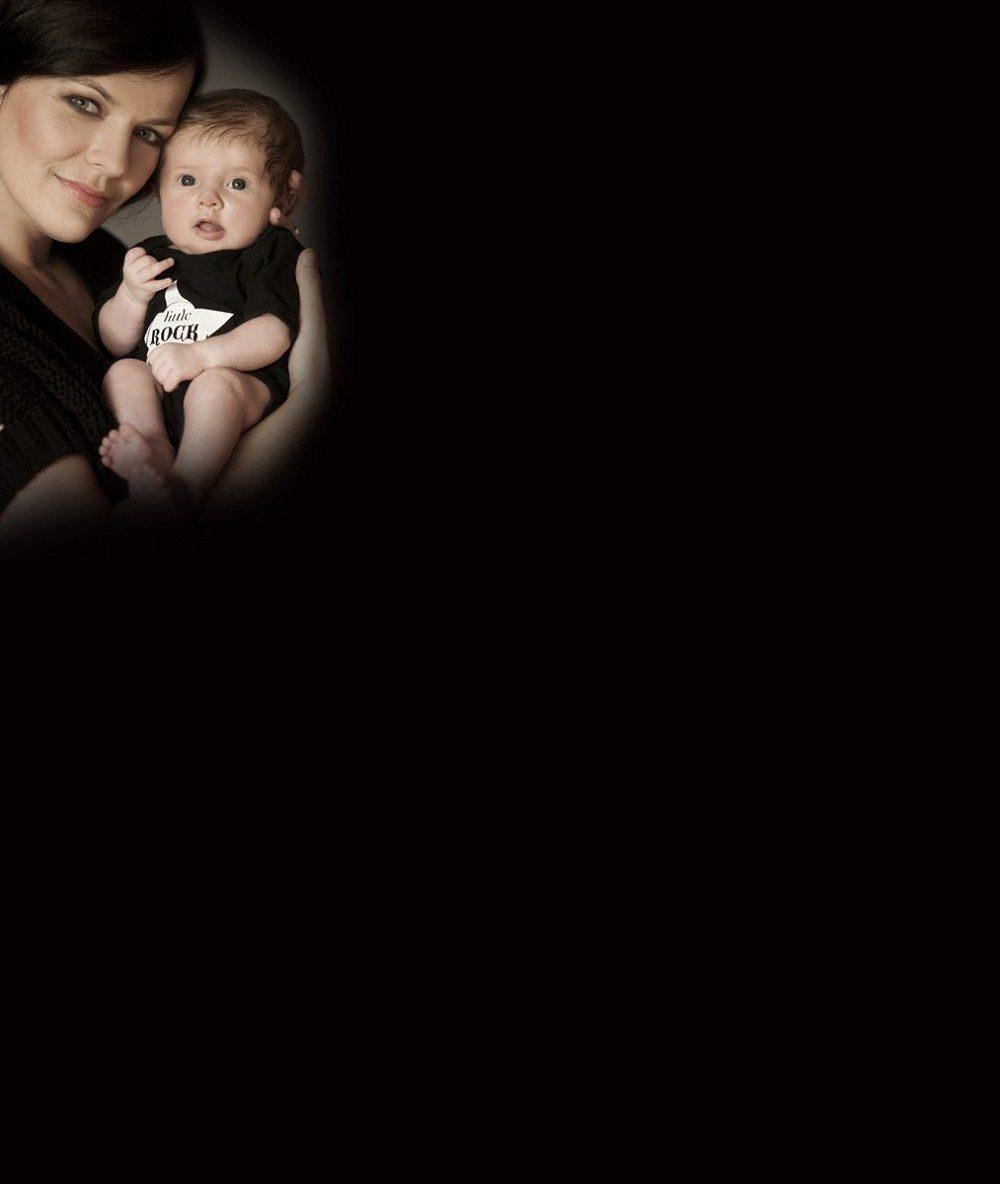 Že se malá nelekla: Marta Jandová chovala rozkošnou tříměsíční dcerku v šíleném kostýmu a bez zubů
