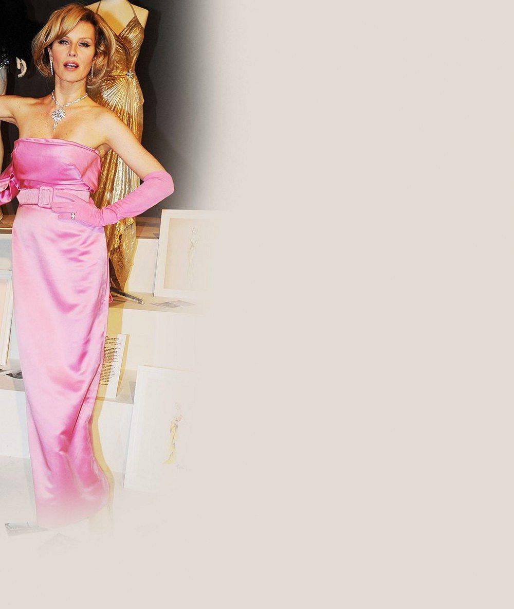 Najděte deset rozdílů: Je vkultovních růžových šatech víc sexy Marilyn Monroe, nebo Simona Krainová?