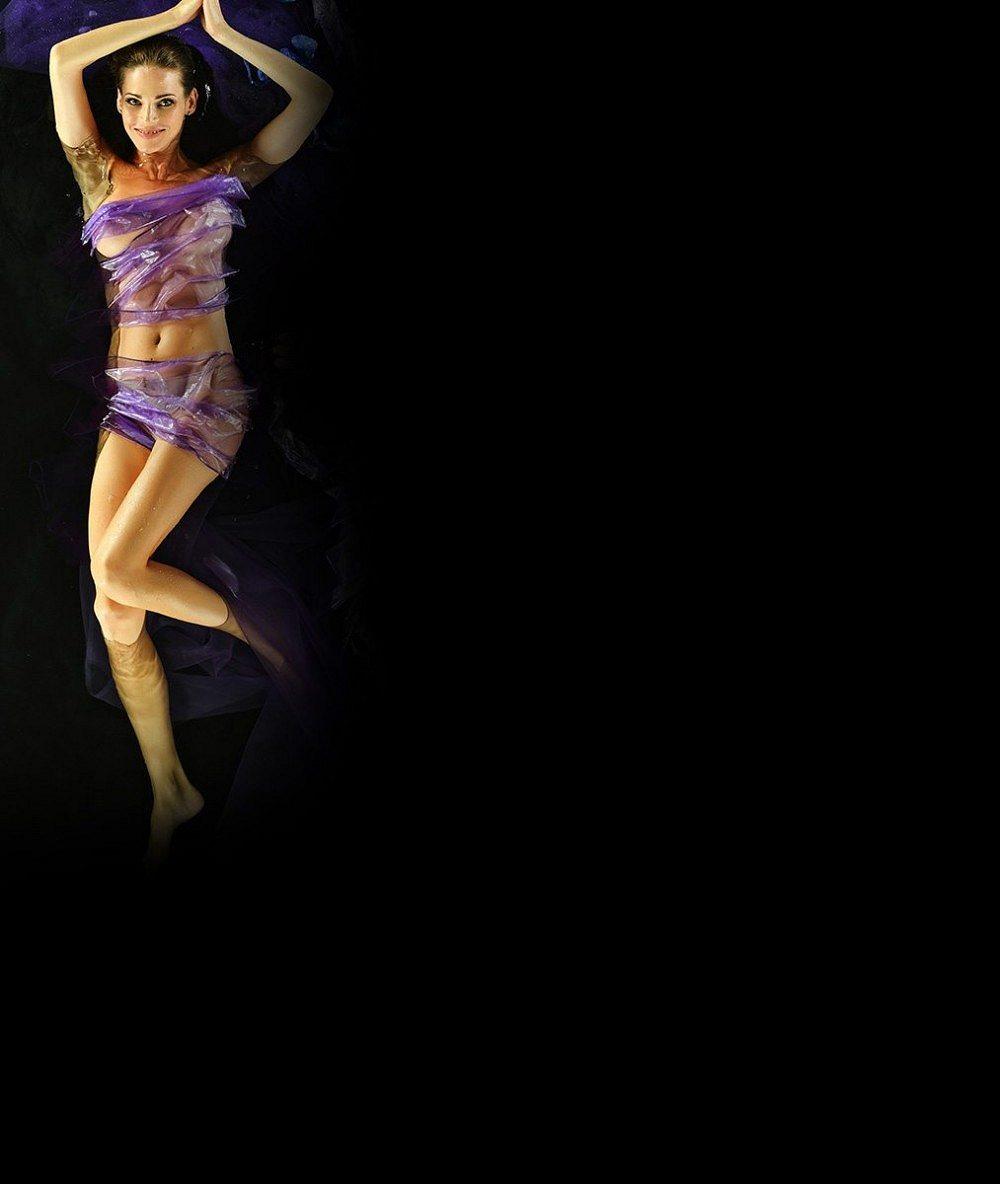 Musí nosit ortézu: Podívejte se, jak kráska Verešová po loňském hrozivém pádu na lyžích opět brázdí sjezdovky