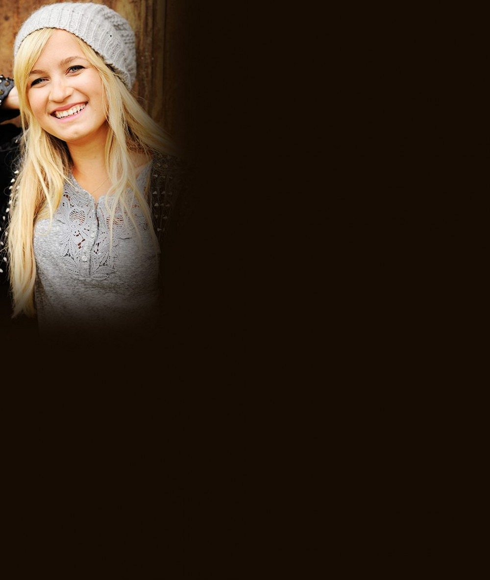 Sedmnáctiletá sestra českého závodníka chce být také slavná: Podívejte se, jak to této krásné blondýnce jde