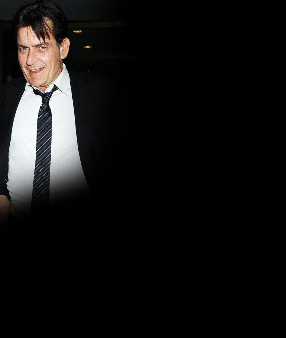 Známý herec, jenž má velmi rád ženskou náruč, se prý počtvrté oženil: Vzal si o polovinu mladší hvězdu filmů pro dospělé