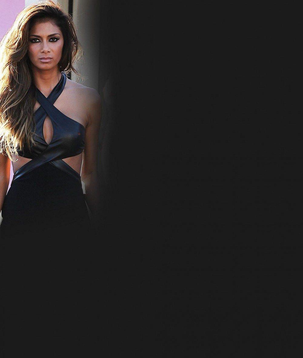 Inspirace sprostou Miley Cyrus? Nicole Scherzinger si troufla na přehnaně vykrojené plavky