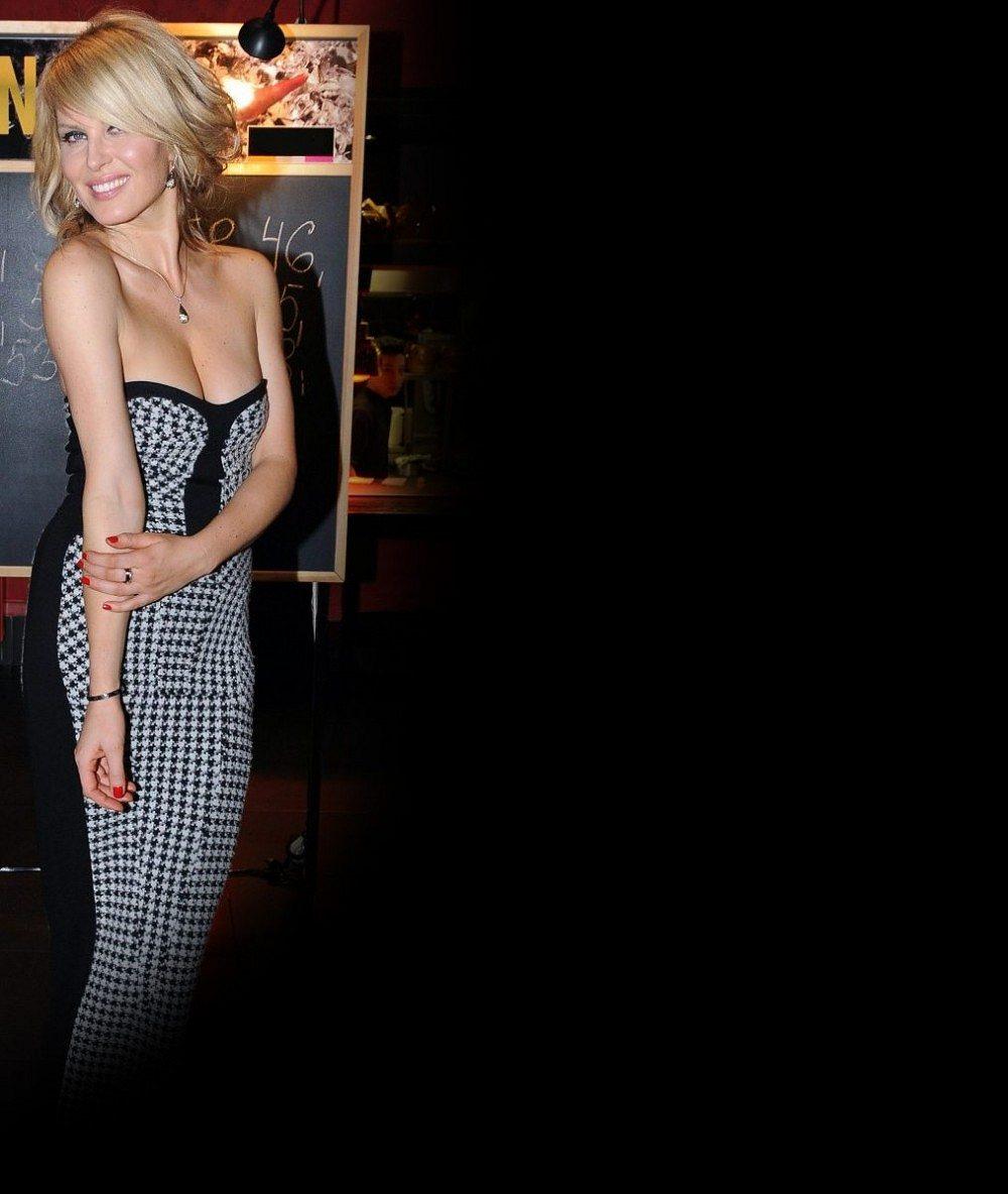 Poznáte ji? Dívka s walkmanem za pasem a šíleným hárem připomínajícím mladého Jardu Jágra patří k našim nejkrásnějším modelkám