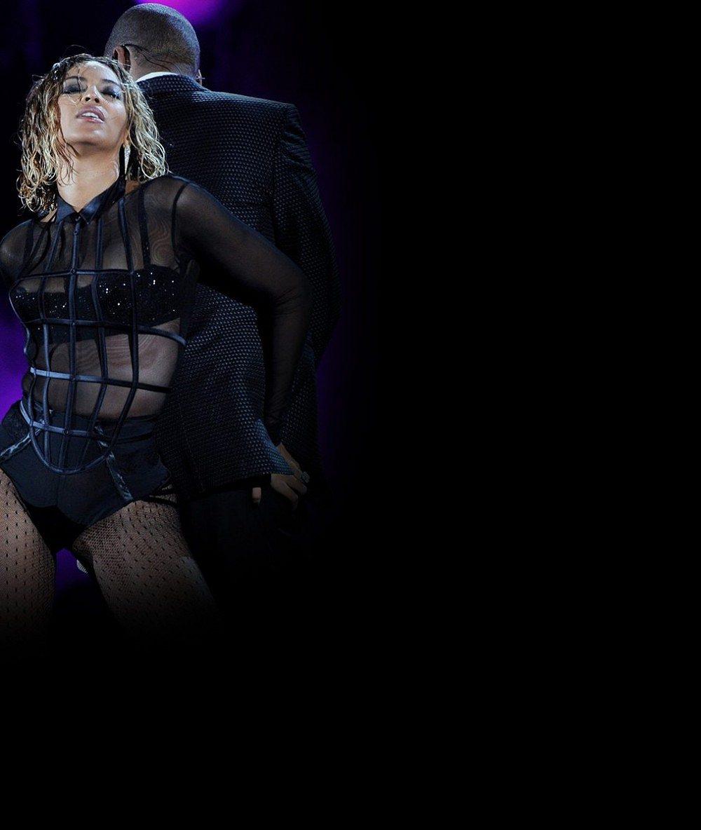 Kam zmizel její pověstný zadek? Beyoncé byla na cenách Grammy hubená jako lunt