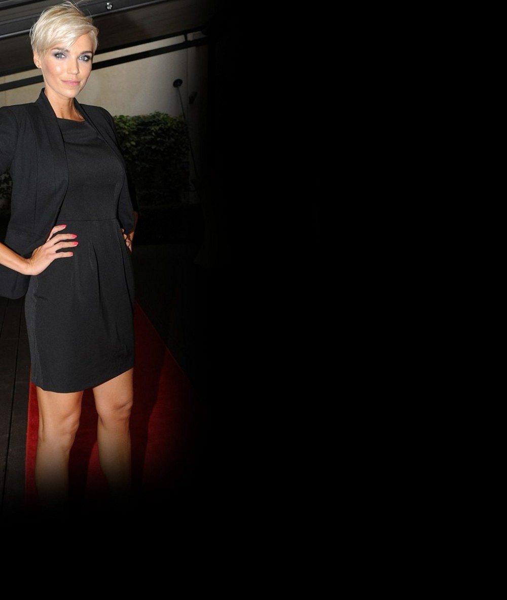 Hezký začátek roku 2016: Takhle vystavuje Mašlíková své dokonalé tělo a vnady číslo 4 slunci
