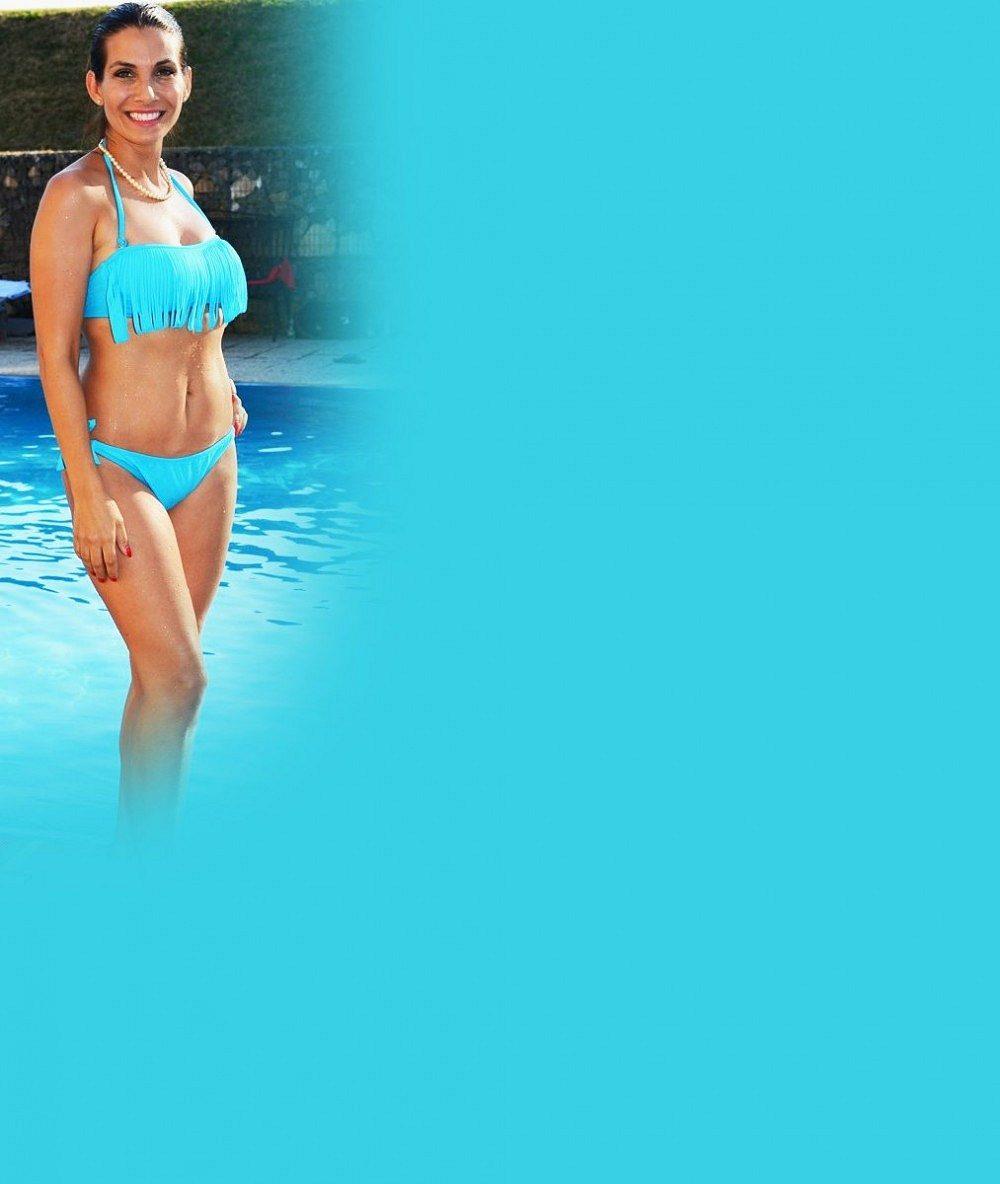 Eva Decastelo přes zimu nabrala 6 kilo, což je při 155 cm dost znát: Přesto fotila plavky a vypadala v nich skvěle