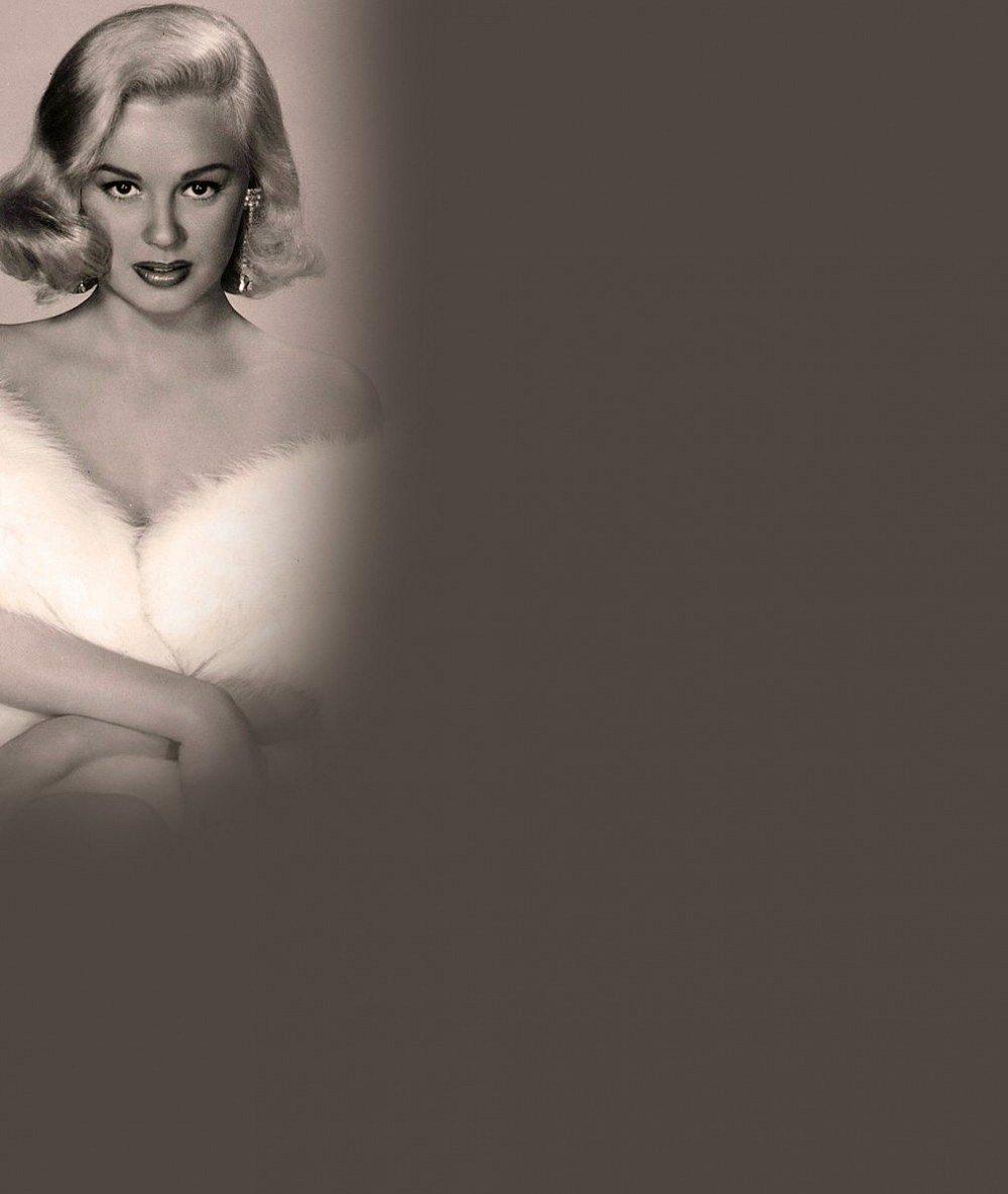 Přestane provokovat až v hrobě? Konkurentka božské Marilyn šokuje i v 83 letech naditým dekoltem