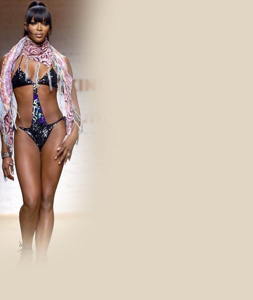 Svlečená Naomi Campbell uchvátila ve 43 letech na obálce. Hrozí, že o své božské křivky přijde!