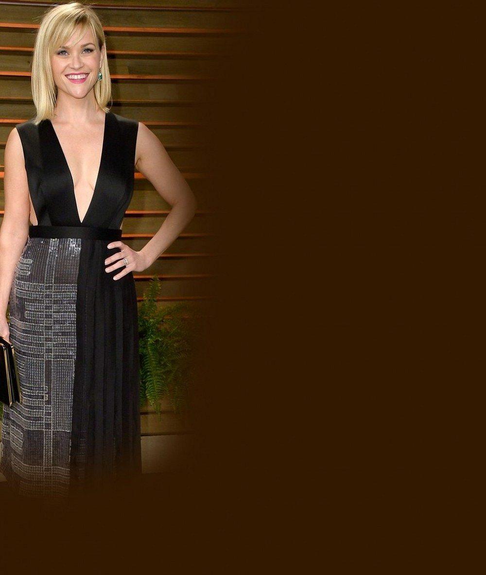 Reese Witherspoon a její dokonalé nohy: Po třech dětech může stále nosit sukýnku jako Pravá blondýnka