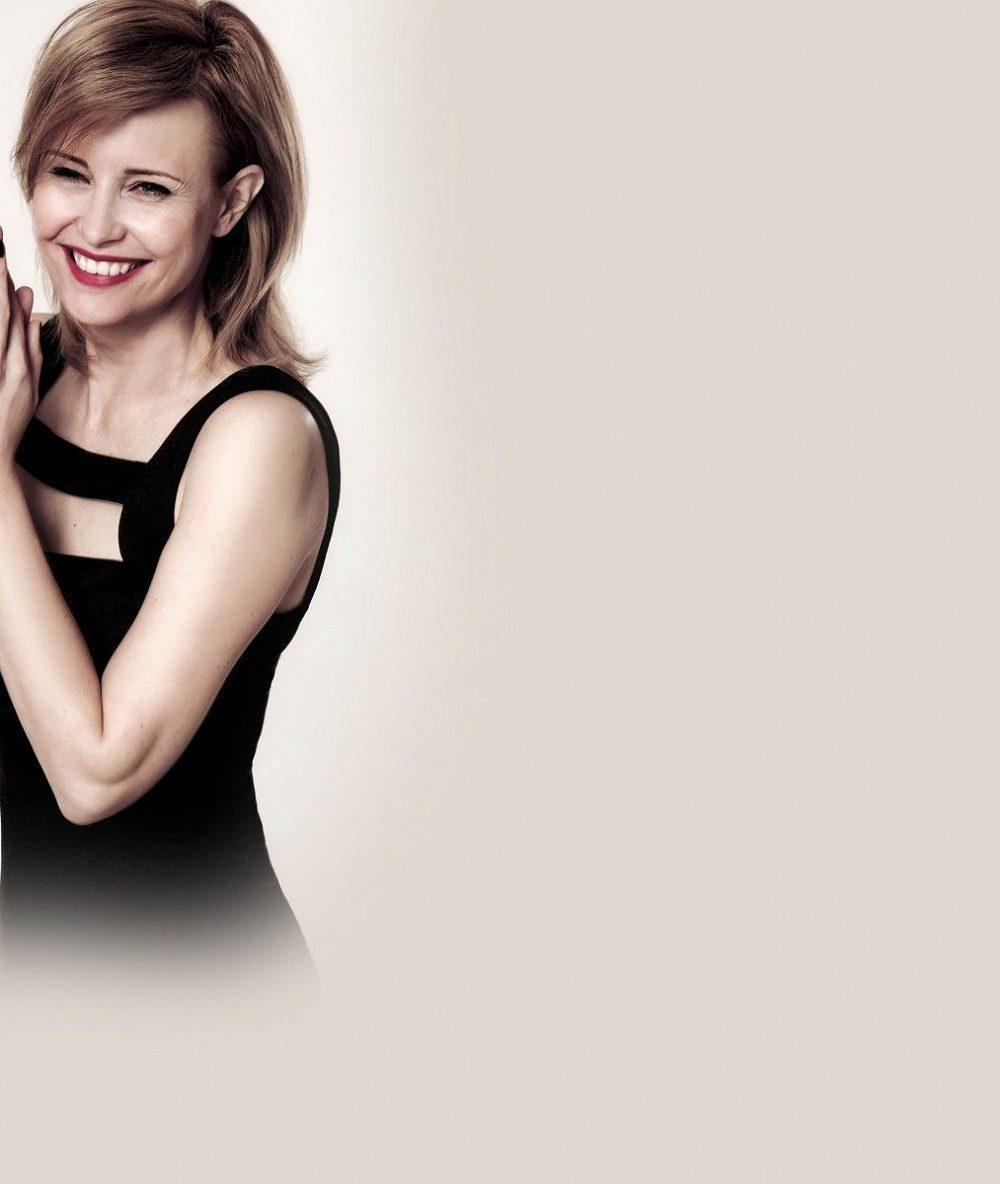 Po Geislerové nejznámější zrzavá herečka je jako proutek: Podívejte, jak nechala vyniknout alabastrové nohy v černých mini