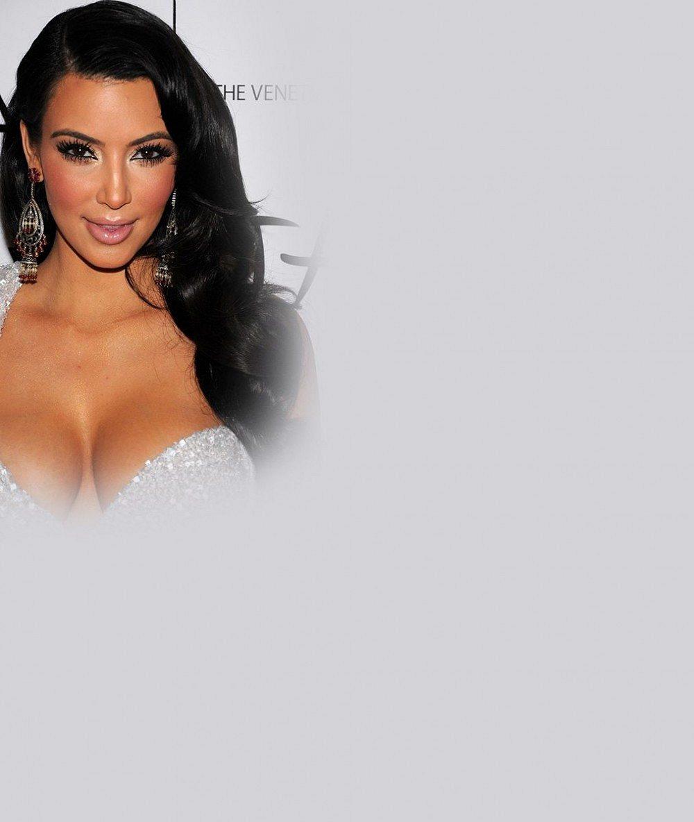 Tohle si oblékla dobrovolně? Prostorově výrazná Kim Kardashian vypadala v příšerné sukni jako pytel brambor