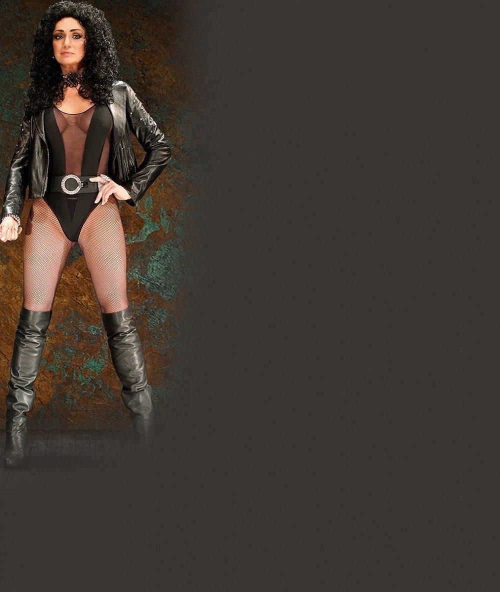 Padesátnice jako lusk: Carevna nevkusu Sisa Sklovska si v krajkovém sexy modelu s prosvítajícím ňadrem zahrála na modelku