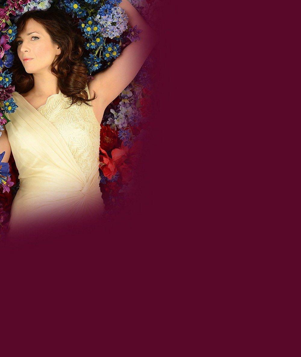 Kostkovaná Kostková s minimem make-upu: Podívejte se, jak to šmrncovní herečce sluší v obyčejné košili a džínách