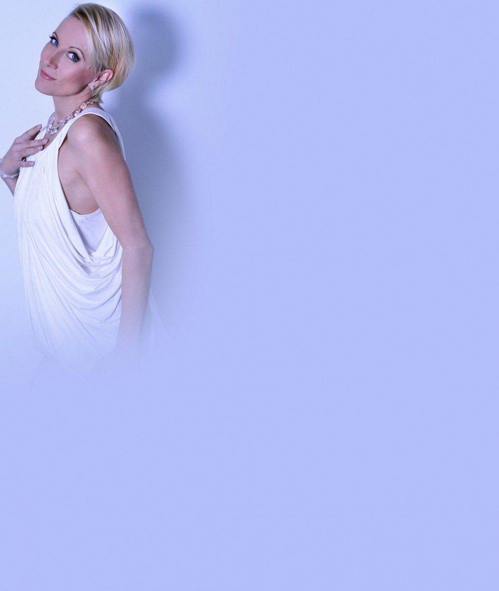 Dominy na pódiu? České zpěvačky po padesátce předvádějí těla v imitaci latexu a ukázaly i kalhotky