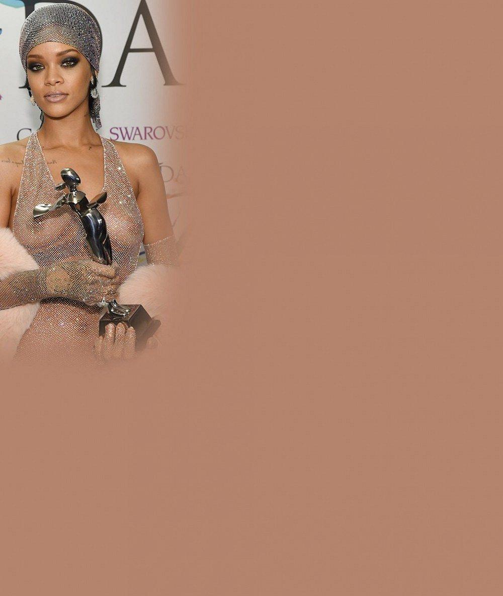 Rihanna si přišla pro cenu Módní ikony prakticky nahá!