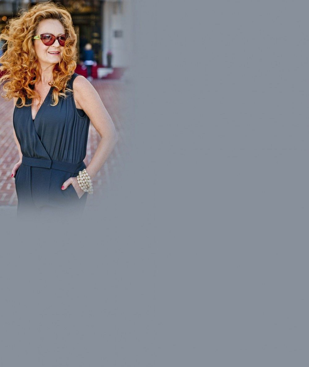 Simona Stašová vypadá v šedesáti neuvěřitelně: Teď se rozhodla nechat si odstranit podbradek. Zabralo to?