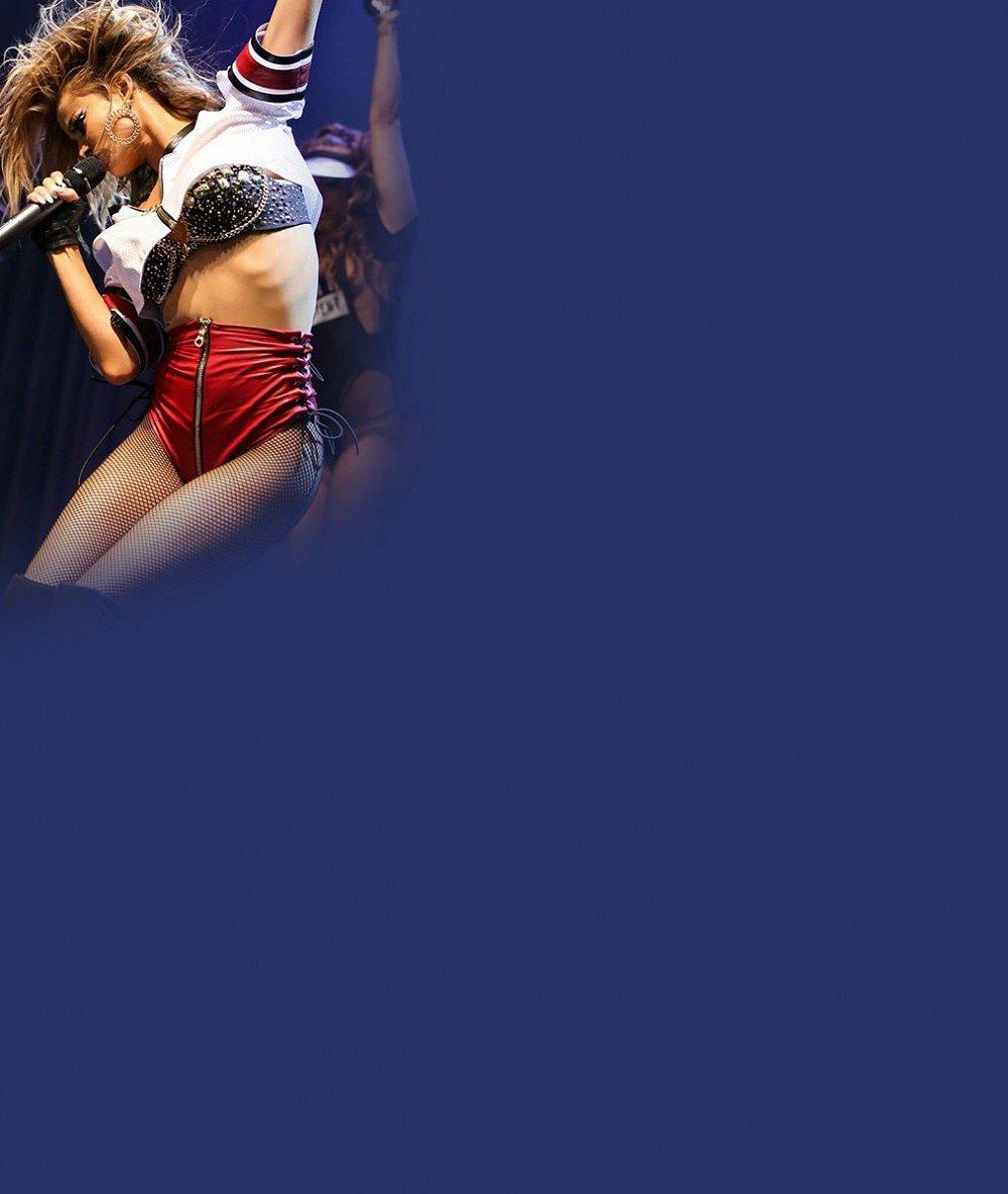Carmen Electra na svém prvním koncertě nažhavila publikum nejkratšími 'šortkami', jaké jsme kdy viděli