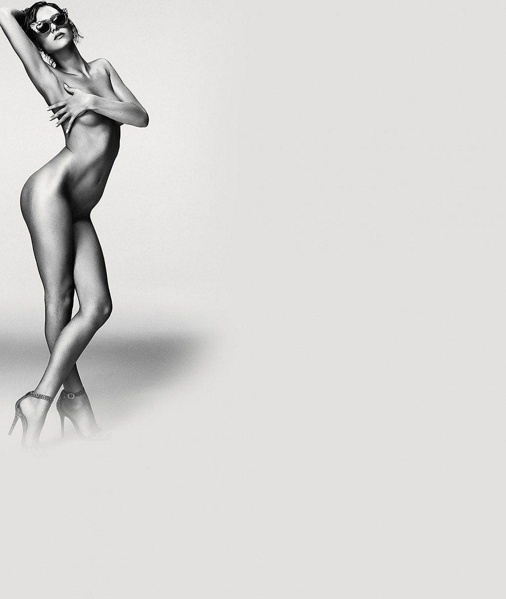 Cože? Modelku svlékli do naha už ivkampani na sluneční brýle