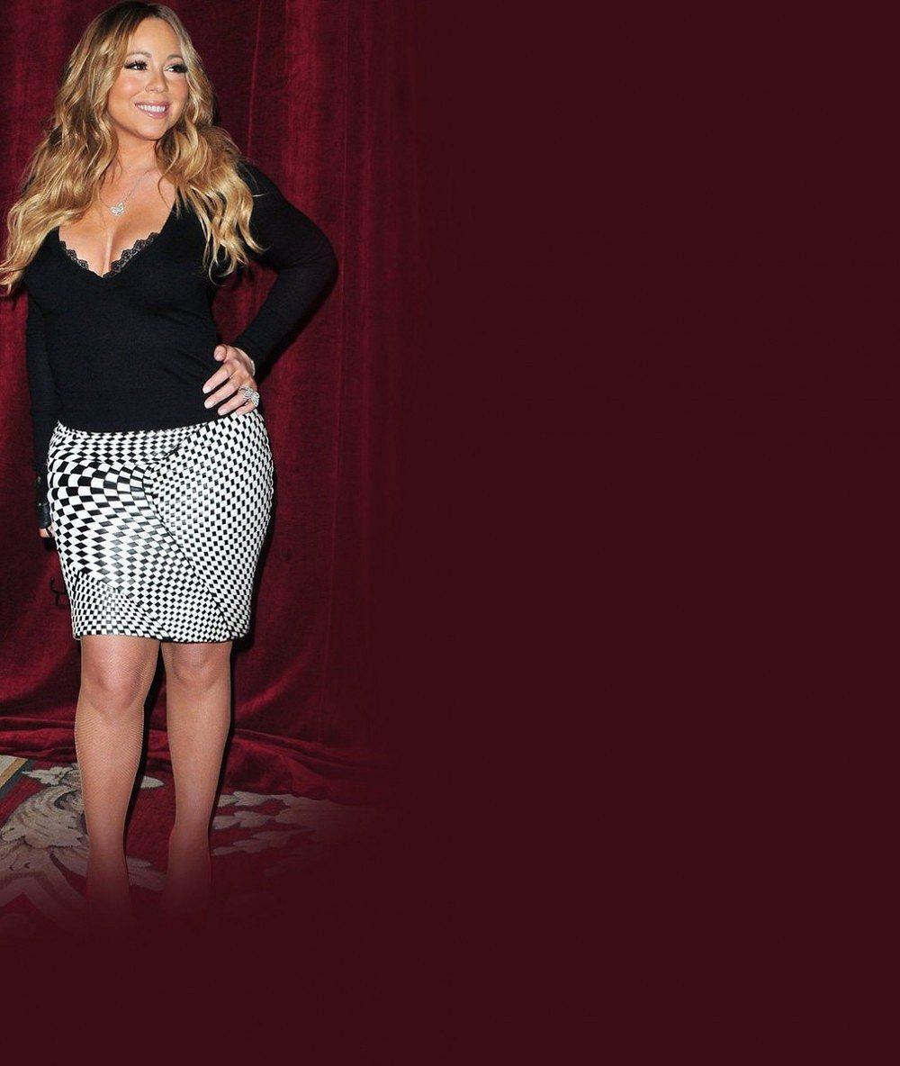 Oplácaná Mariah Carey měla výstřih skoro až pod stůl!