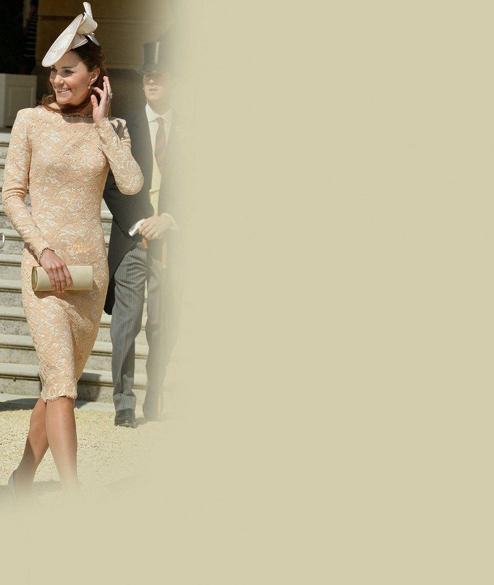 Vévodkyně Kate přesedlala podle královnina přání na úzké sukně. Co říkáte na její nový styl?