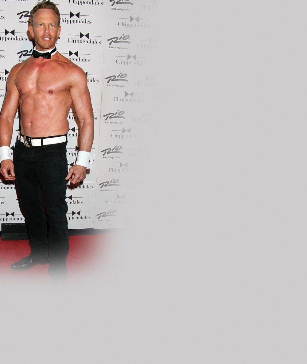 Ze Steva z Beverly Hills je sexy padesátník: Své vypracované tělo odhaluje jako profesionální striptér