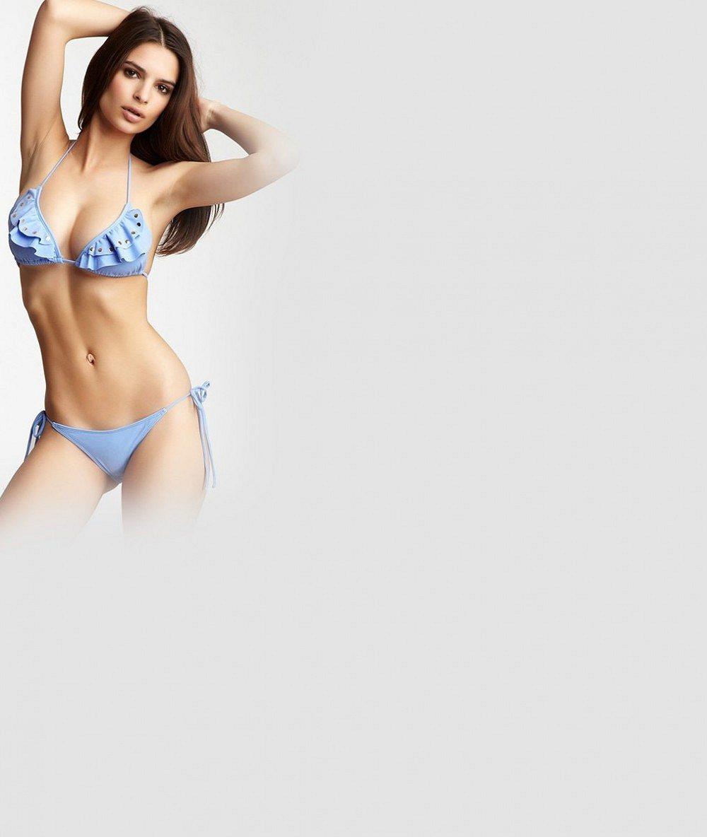 Božská modelka z nahého klipu pokračuje v tom, co jí jde nejlépe: Svlékla se na dráždivé titulce
