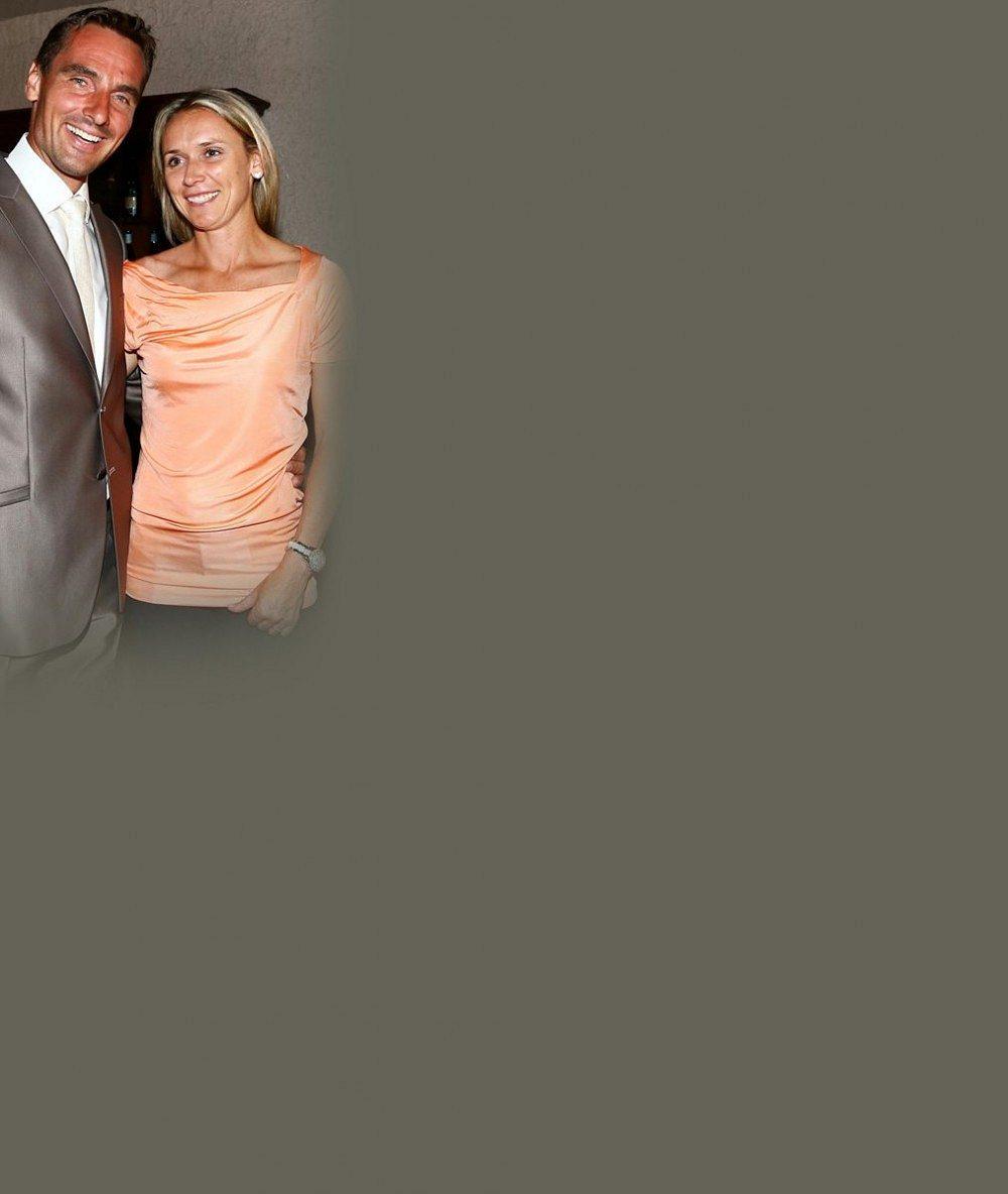 Takhle se vám ve zprávách neukáže: Roman Šebrle v pidi plavkách pózuje vedle skvěle tvarované manželky