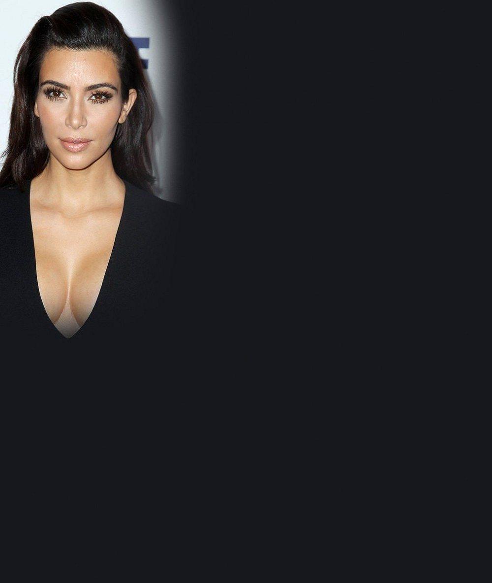 Kim poslala zase něco pro dolňáky: Takhle nastavuje své pozadí vstříc slunci