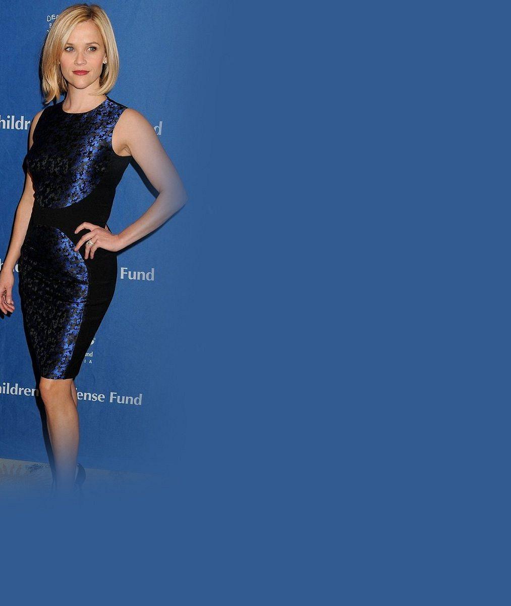 Za 13 let se nic nezměnilo: Reese Witherspoon je i po třech dětech věrná stylu pravé blondýnky