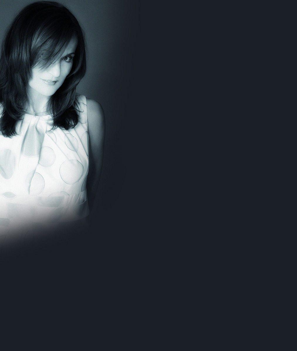 Oblečená neoblečená. Silné reflektory a blesky fotoaparátů známou českou návrhářku téměř svlékly