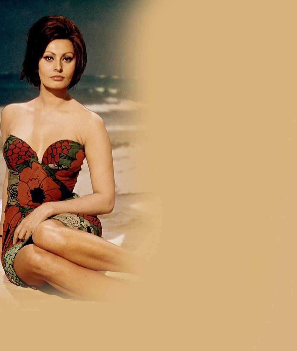 Z filmového sexsymbolu je osmdesátnice: 6 nejhanbatějších fotek, jimiž se božská Sophia Loren vepsala do dějin
