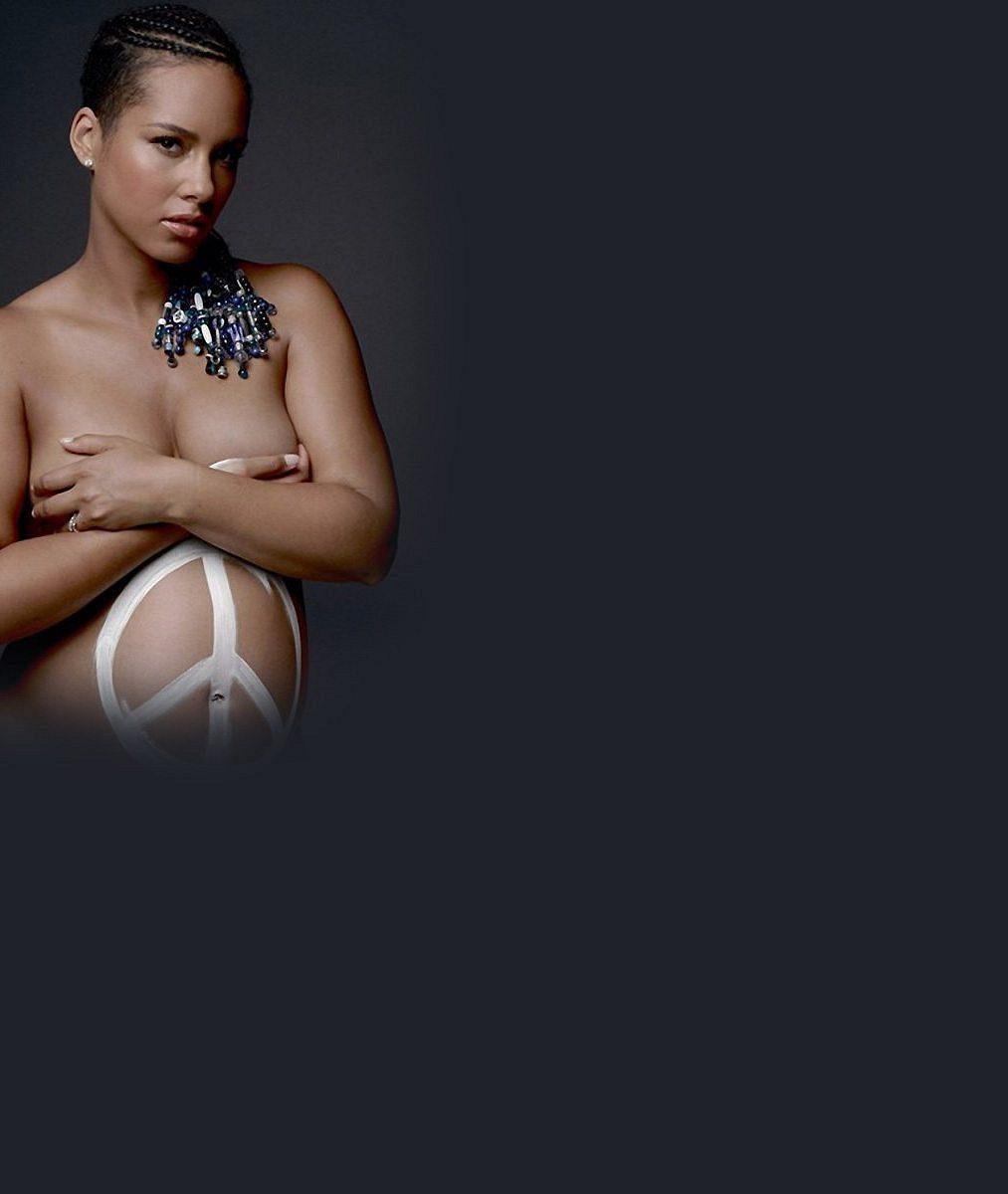 Krásná zpěvačka se v těhotenství svlékla do naha: I takovýmto sexy způsobem se dá bojovat za mír