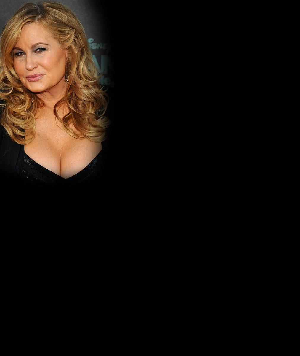 Vzpomínáte na žhavou Stiflerovu mámu zPrciček? Její obří vnady jsou stále vplné pohotovosti