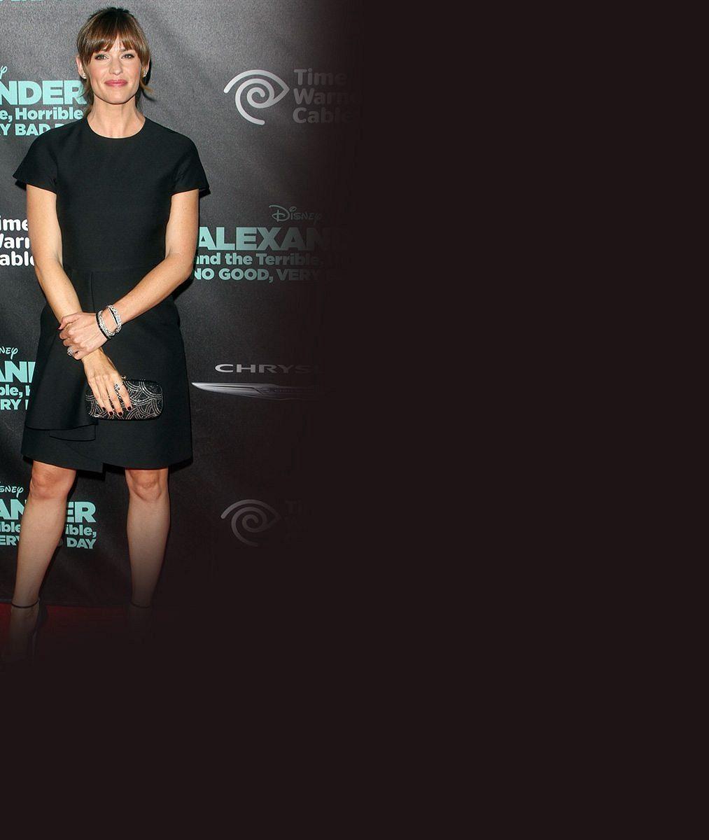 I celebrity musí kamuflovat špíčky: Mrkněte, které úchvatné herečce vykoukly z šatů stahovačky