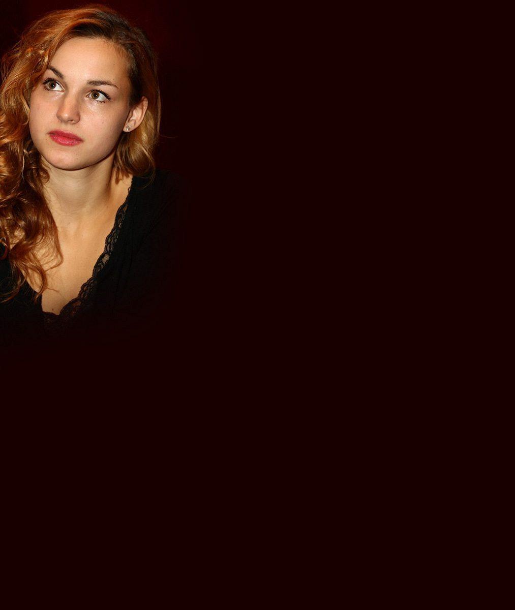 Po Josefíkové a spol. si říká o pozornost další netypicky krásná herečka. S mezírkou mezi zuby