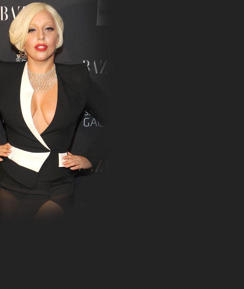 Bílá krajka neskryla zhola nic: Lady Gaga ukázala v průhledném outfitu ňadra