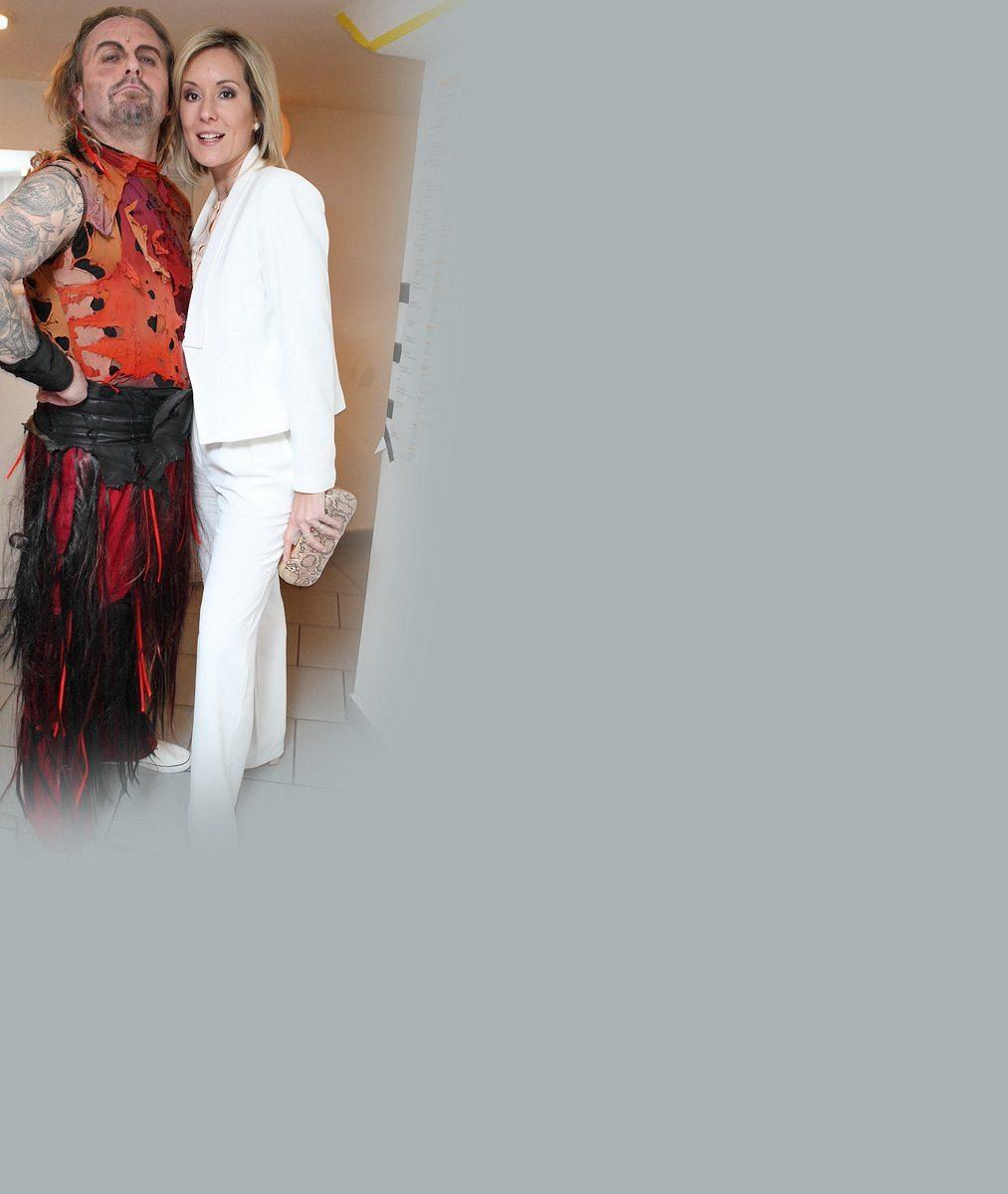 Po delší době zase spolu ve společnosti: Na jubilejní představení Mefista přišla Pepu Vojtka podpořit ijeho krásná manželka