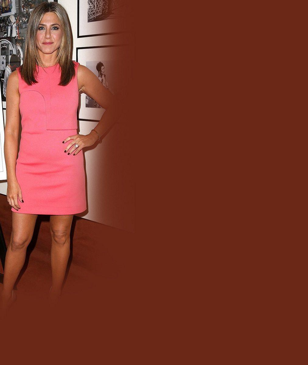Bude v pětačtyřiceti letech konečně maminkou? Jennifer Aniston ukázala podezřele vypouklé bříško