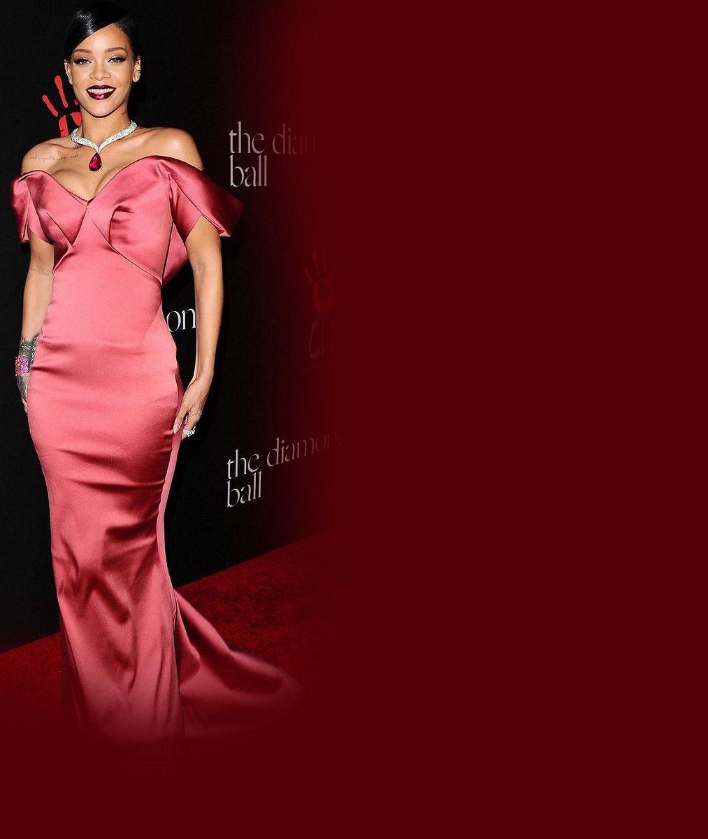 Rihanna v průsvitné košilce do ložnice? Ne, takhle šla na párty!