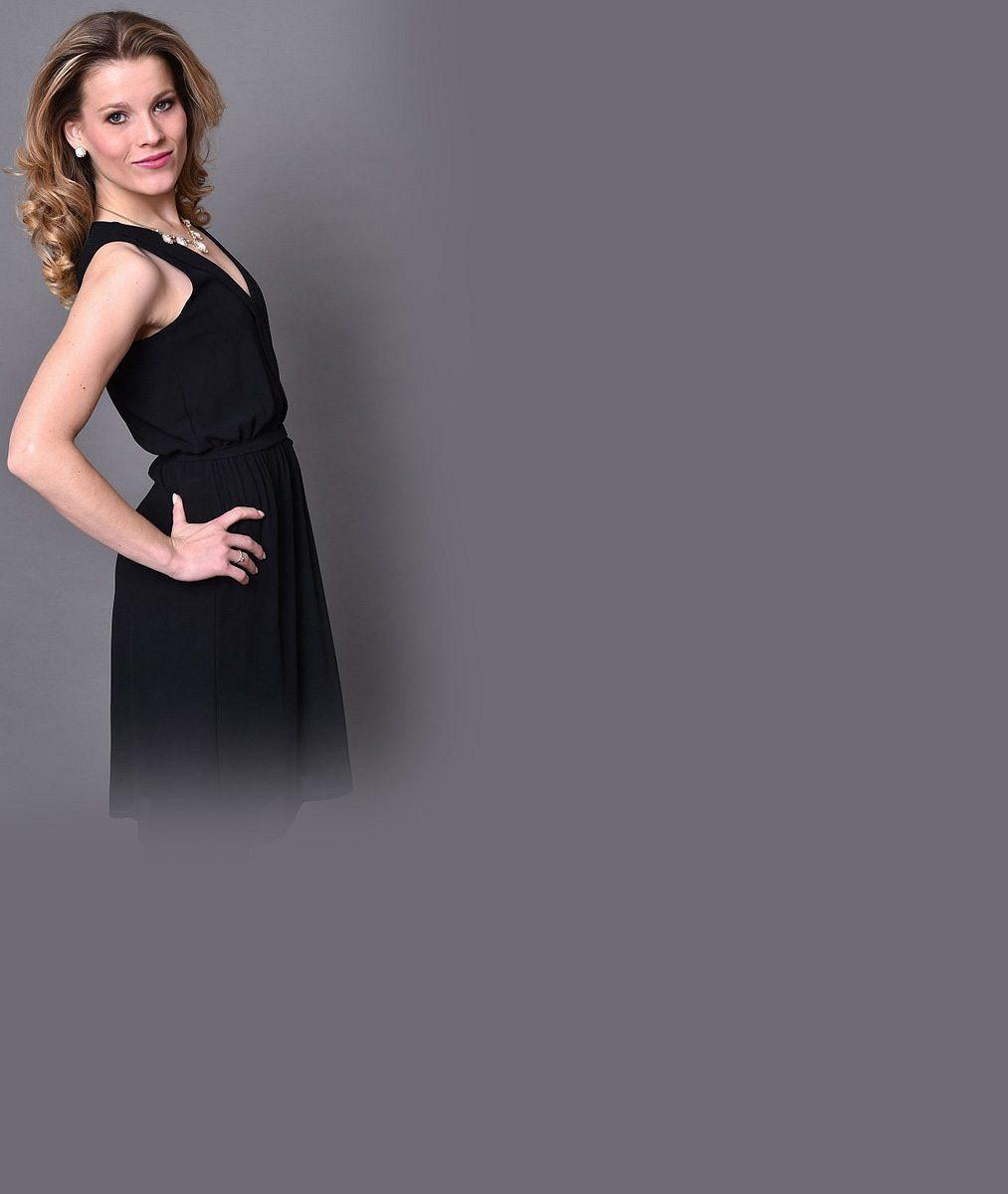 Krásná zpěvačka se ukázala v bikinách: Blondýnku s tělem snů můžete vidět ve Fantomovi opery jen do prosince