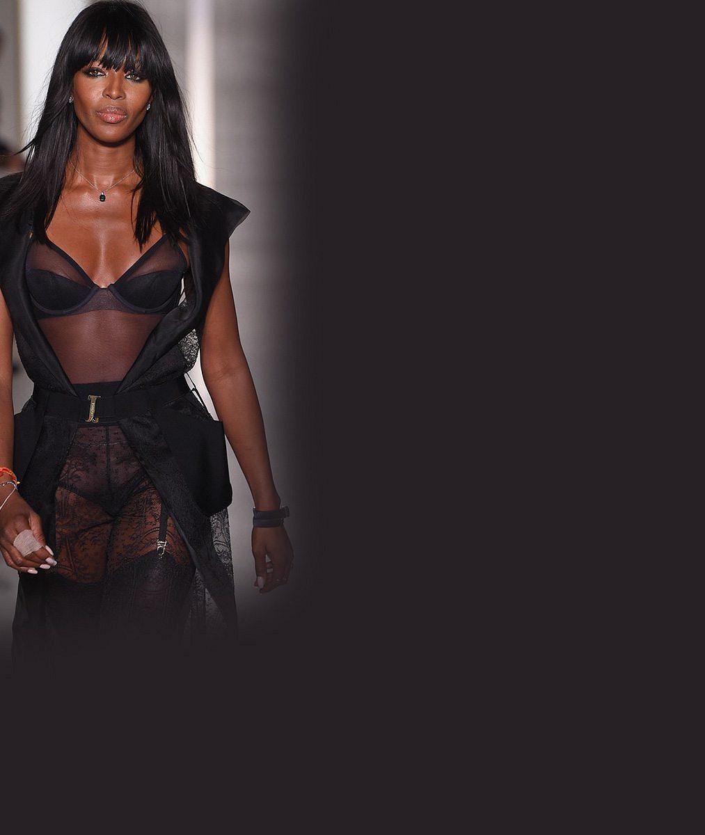 Naomi Campbell (44): V prádle lehkém jako pavučinka ohromila na týdnu módy v Paříži