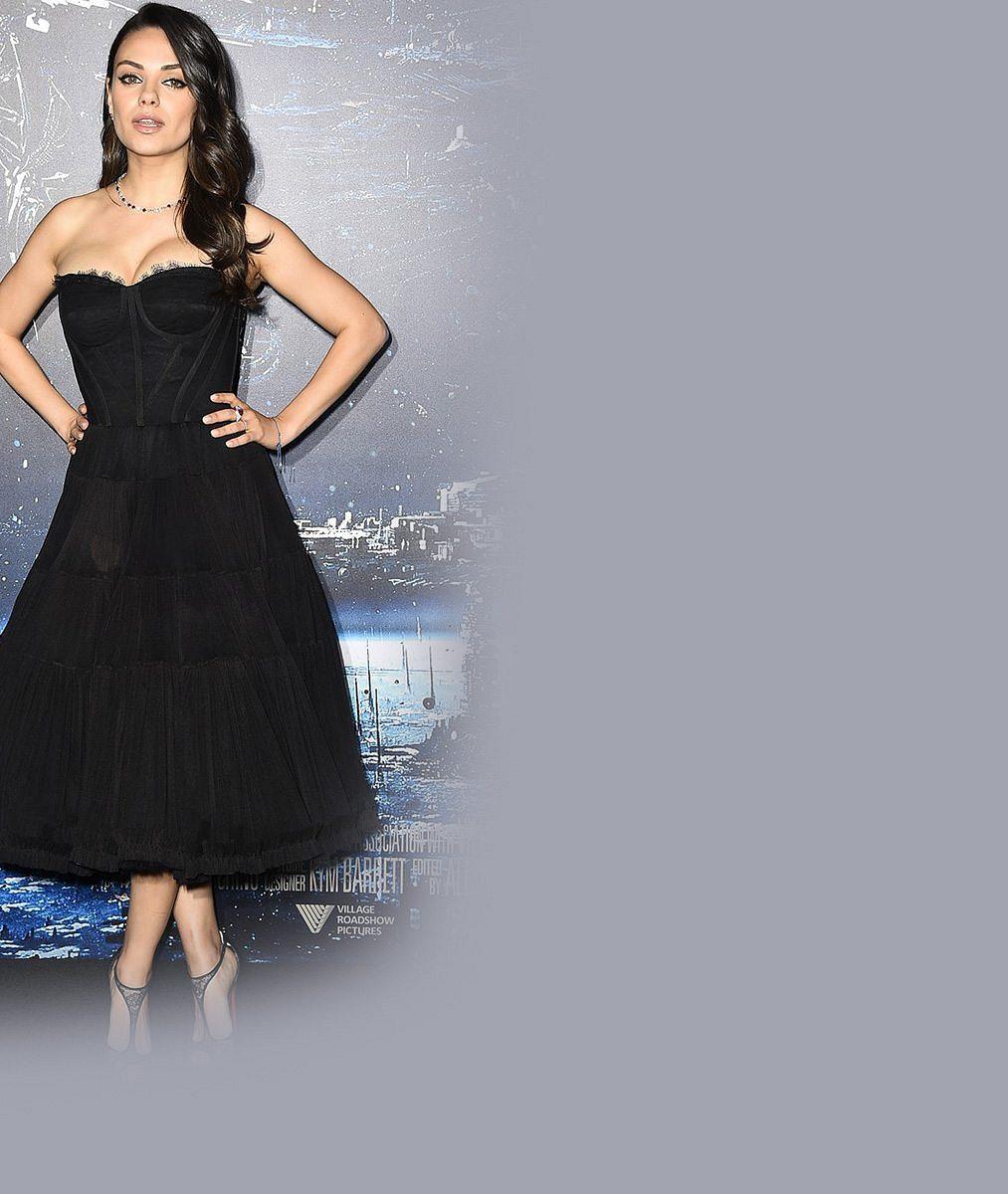 Nejkrásnější hollywoodská maminka: Mila Kunis poprvé od porodu na černém koberci