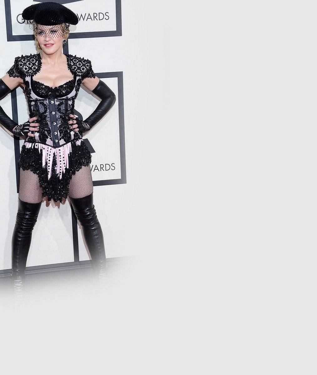 Madonna se při pekelné show přecenila: Popová veteránka se zřítila ze schodů