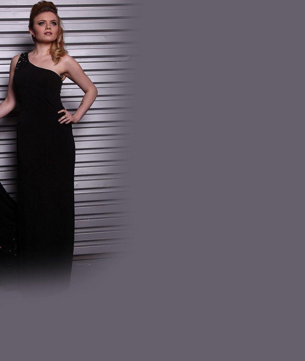 Poznáte dekolt mladé české zpěvačky? V minulém roce radikálně zhubla a bude zářit v muzikálu