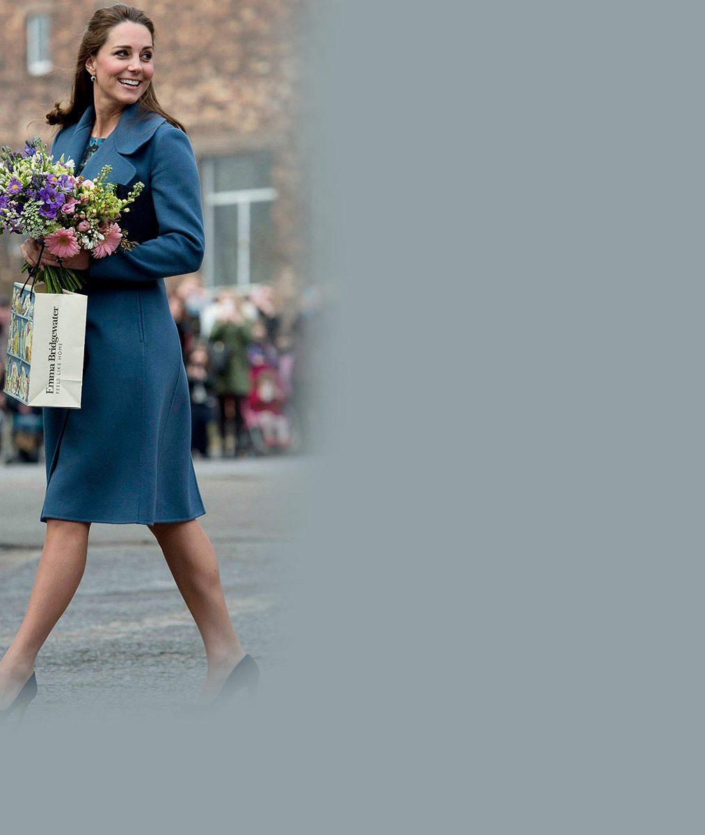 Královské povinnosti jí dávají zabrat: Těhotná princezna Kate odhalila stříbro ve vlasech