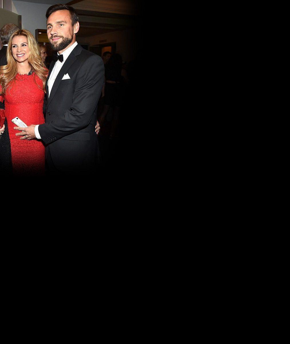 Tohle nikdo nečekal: Roman Vojtek opustil měsíc před porodem těhotnou manželku, s níž čeká syna