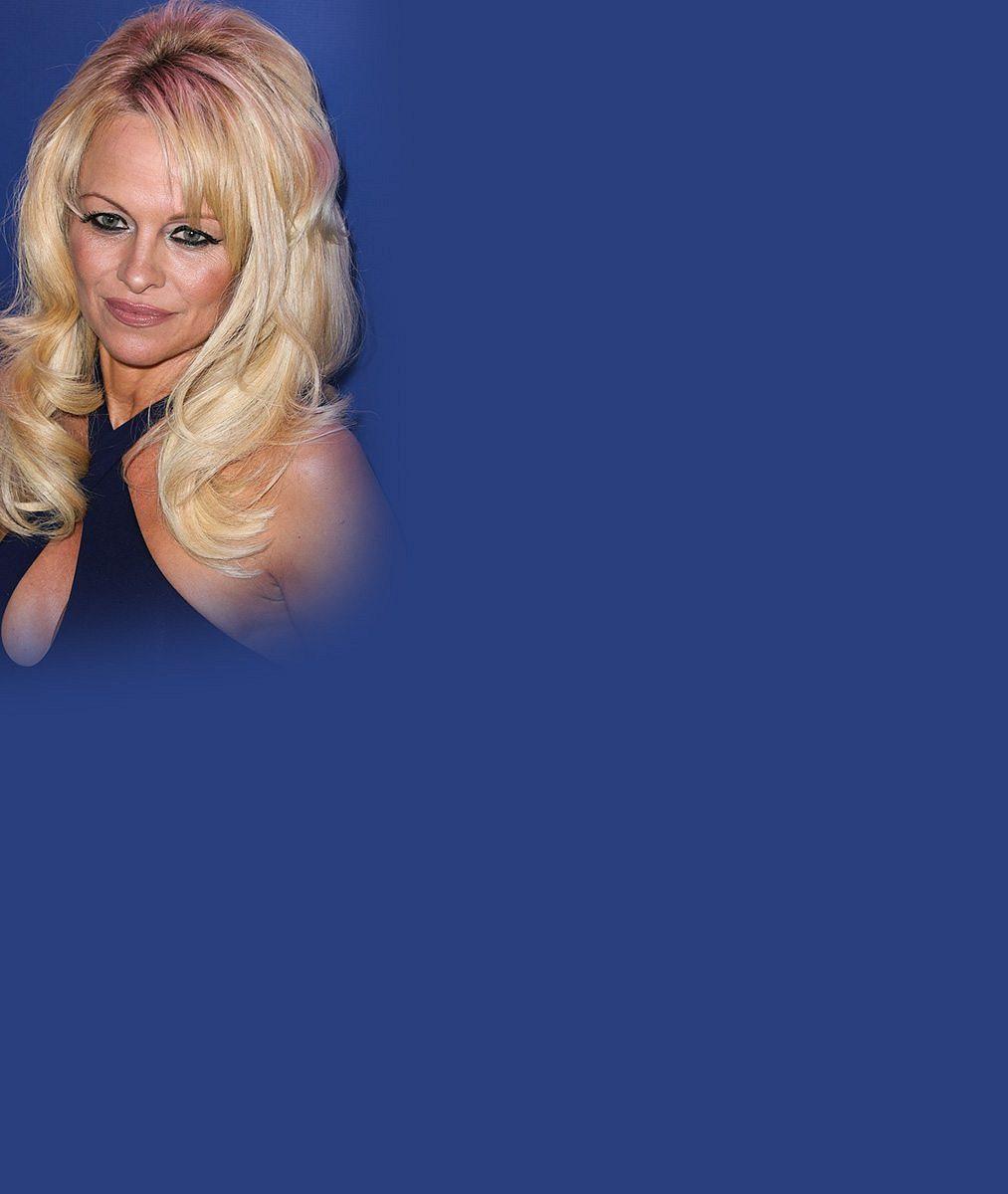 Pamela Anderson spáchala virtuální sebevraždu: Na sociálních sítích už silikonovou sexbombu nenajdete