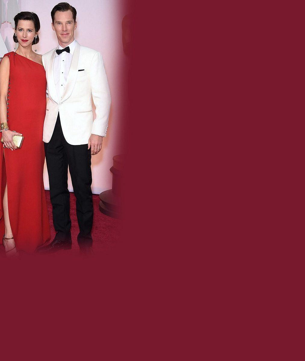 Benedict Cumberbatch vyrazil na líbánky: Jeho manželka odložila v pokročilém stadiu těhotenství podprsenku