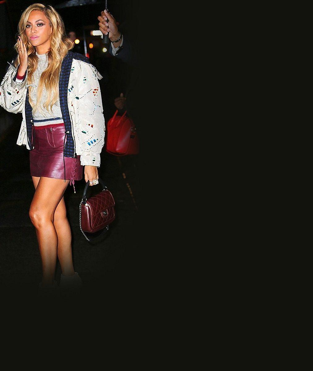 Z Beyoncé nikdy nebude usedlá mamina: V kožené minisukni provokovala jako sexy studentka